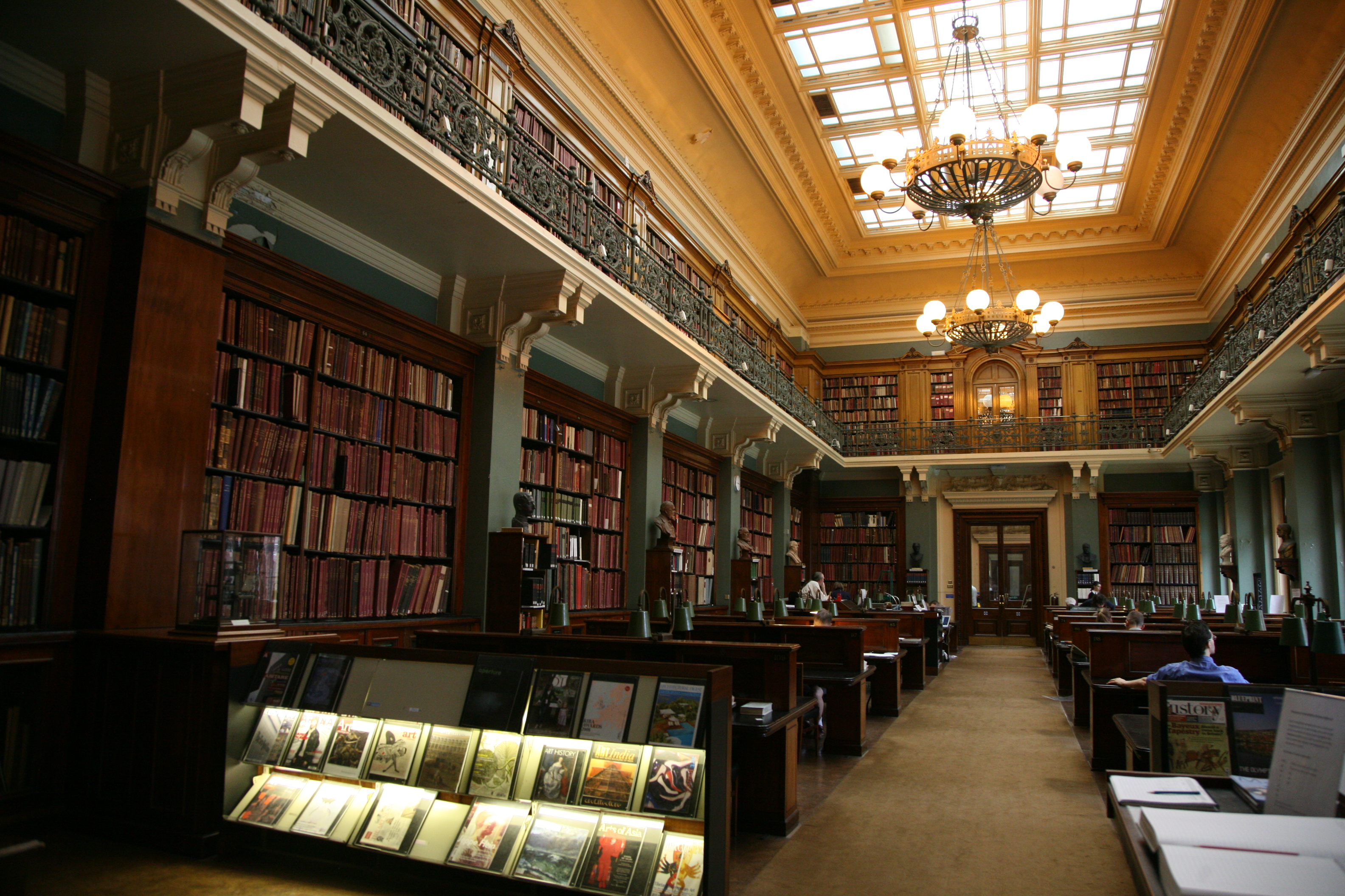 London-Victoria_and_Albert_Museum-Library-01